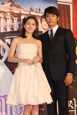 Song Seung Heon And Kim Tae Hee Gave Interviews In Vietnam Song