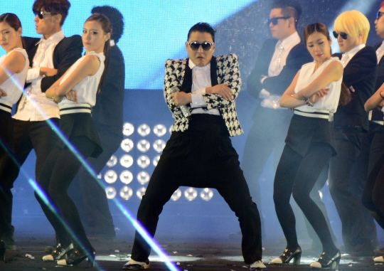 Psy's 'Gentleman' Receives Explosive Response on Y..