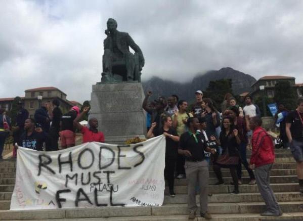 세실 존 로즈 동상을 철거하라고 요구하는 케이프타운대학교 학생들. 사우스아프리카투데이