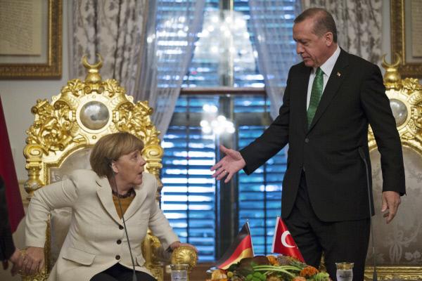 """메르켈 """"터키, 난민 막아주면 EU 가입 돕겠다"""""""