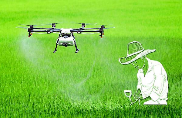 농업혁신을 말할 때 가장 많이 거론되는 미래기술이 드론이다. 파종 및 방제는 기본이고 데이터 영상지도 작성 등 잠재력이 커서 농업 전반에 많은 변화를 몰고 올 것으로 기대된다. 사진은 지난달 21일 인천시 서구 연희동의 한 농지에서 시연되고 있는 농업용 드론.  연합뉴스