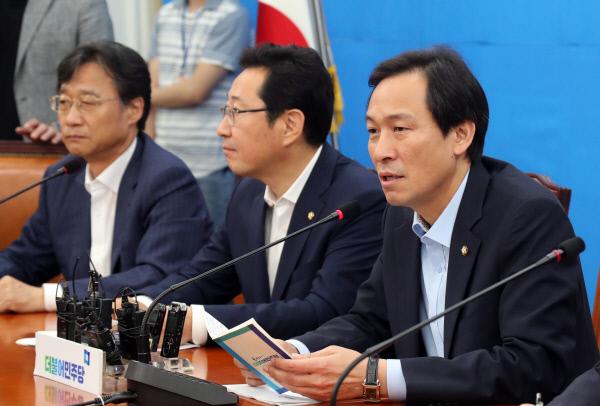더불어민주당 우상호 원내대표가 8월 4일 오전 국회에서 열린 정책조정회의에서 발언하고 있다/연합뉴스