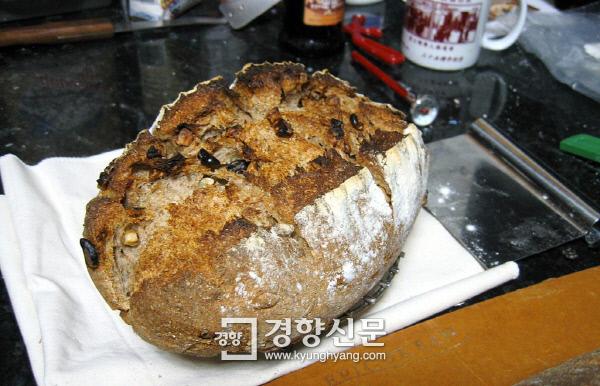 검은 빵의 대명사격인 호밀빵   /출처 위키피디아