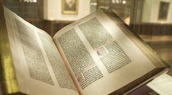 뉴욕 공공도서관이 소장 중인 구텐베르크 성경. 위키피디아