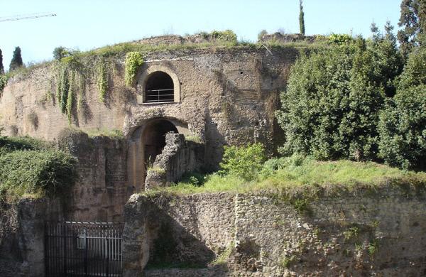 로마에 있는 아우구스투스 묘지.