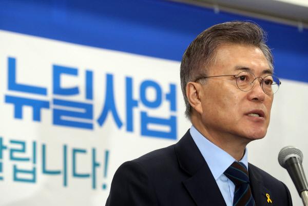 더불어민주당 문재인 대선후보가 9일 오전 서울 여의도 당사에서 도시재생 뉴딜사업 정책 발표를 하고 있다. | 연합뉴스