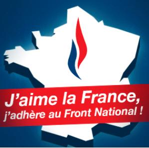 """민족전선(FN)의 로고. 장마리 르펜은 이탈리아 파시스트 정당의 상징을 벤치마킹했었지만 마린은 디자인을 바꾸면서 파시스트 이미지를 완화시켰다. """"나는 프랑스를 사랑한다, 나는 민족전선에 가담한다!""""고 적혀 있다."""