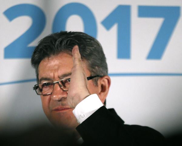 장 뤼크 멜랑숑 후보가 지난 4월23일 파리에서 결선투표가 좌절되자 지지자들에게 연설을 한 뒤 연단을 떠나고 있다.<br />파리 AP연합뉴스