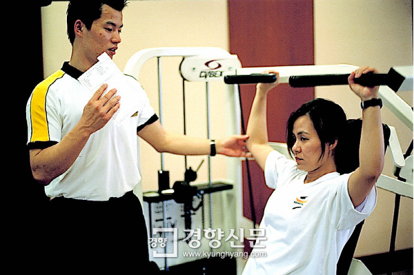 개인교습을 하는 헬스 트레이너|경향신문 자료사진