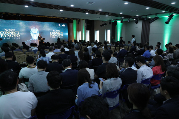 28일 판교 스타트업 캠퍼스에서는 K-ICT 본투글로벌센터가 주관한  'K-Global 커넥트 판교 페스티벌 2017'(K-Global Connect Pangyo Festival)이 열렸다. 환영사를 하고 있는 김종갑 K-ICT 본투글로벌센터장. K-ICT 본투글로벌센터 제공