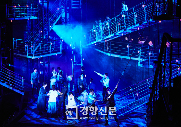 [리뷰]뮤지컬 '타이타닉', 독창적인 무대와 앙상블의 멋진 조화