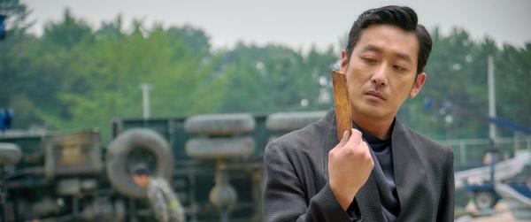 영화 <신과함께-죄와 벌>에서 저승 삼차사 중 한 명인 강림 역을 맡은 하정우.사진·롯데엔터테인먼트 제공