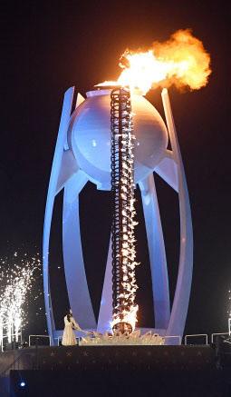 달항아리를 모티브로 디자인된 평창동계올림픽 성화대.