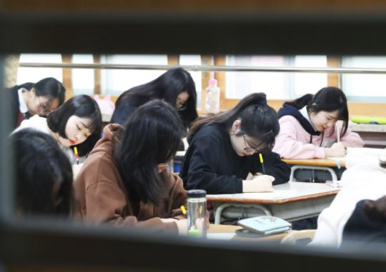 Education Ministry Tosses the Difficult Task of Reforming the College Admission System to the National Education Council