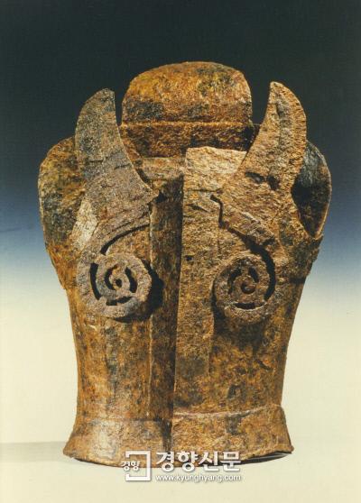 김해 퇴래리 고분에서 발굴한 것으로 4세기 무렵 가야의 철기 문화 수준을 잘 보여주는 유물이다.