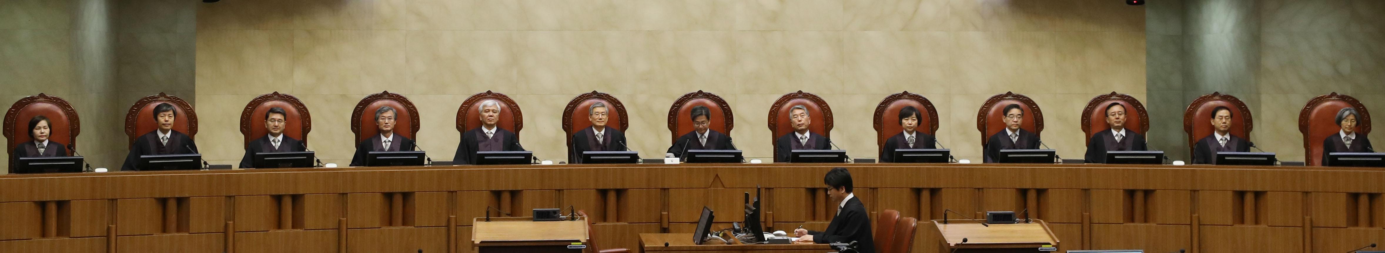 """대법원 """"국정원, 2012년 대선 때 조직적·계획적 불법 활동"""" 결론"""