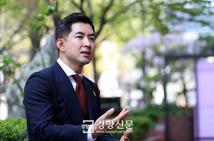 """""""사무장 첫 비행 때 조현민 모친 안하무인…총수 일가 매뉴얼 따로 있다"""""""