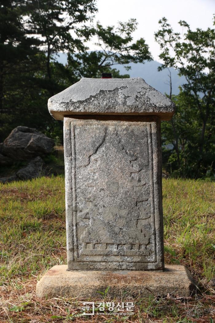 '오대산 중대 적멸보궁' 뒷편에 서 있는 불탑.
