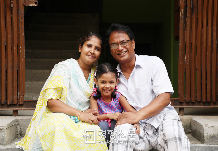 2010년 아내 시에다와 결혼한 샤킬은 6살 딸 이디다를 두었다.  사랑 많이 받은 티가 나는 이디다는 카메라 앞에서 연신 혀를 내밀며 익살스런 표정을 지었다. 방글라데시 다카|강윤중 기자