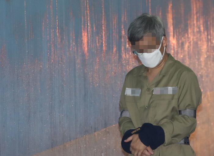 네이버 댓글 여론조작 혐의를 받는 파워블로거 '드루킹' 김모 씨가 16일 오후 서초구 서울중앙지법에서 열린 속행공판에 출석하고 있다. 연합뉴스
