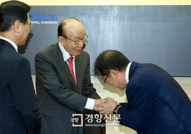 Candidate Hong Joon - pyo (right) of the free Korean party gives on 9 April 2017 his hands full with Pastor Cho, Yong-ki (middle), at Full Gospel Church in Yeouido, Seoul. On the left is Lee Young-hoon, chairman of the Korean Christian Association.