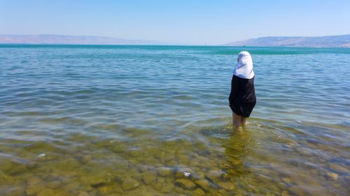 갈릴리 호수와 어린 수녀, 2017 ⓒ임의진
