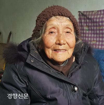 """""""조선의용대가 고생을 많이 했지. 항상 배고픔에 시달렸지만 농작물 하나 빼앗아 간 적 없었어."""" 조선의용대를기억하는 마지막 생존자 왕치아오젠(90)."""