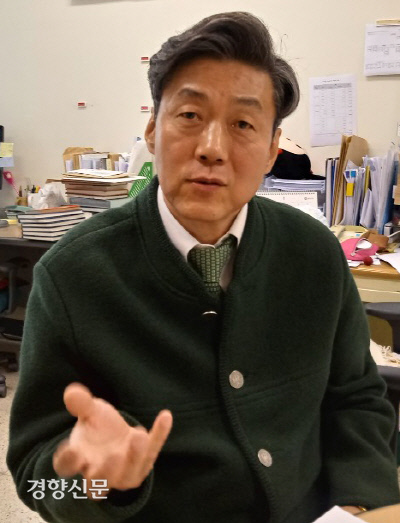 """""""그가 가장 걱정했던 건 물신주의…한국 사회, 하나도 나아진 게 없다"""""""
