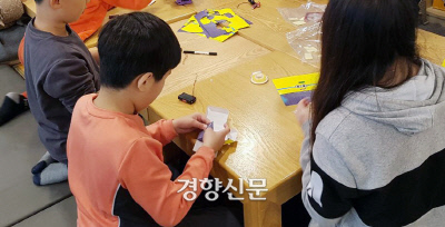 한 돌봄교실에서 학생들이 학습과정을 이행하고 있다. 기사내용과 관련 없음. 경향신문 자료사진