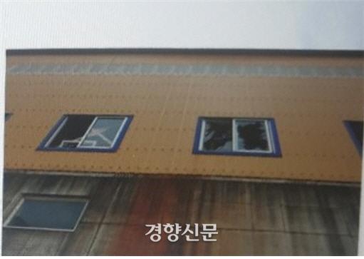 폭발 지점에서 약 30m 떨어진 건물의 유리가 파손됐다.