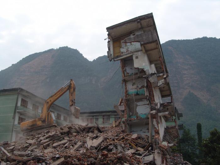 2008년 5월 촬영된 쓰촨성 지진 참사 사진. 규모 8.0의 지진으로 건물이 완전히 파괴돼 있다. 당시 7만여 명이 사망했다.  서울시 소방방재본부 제공