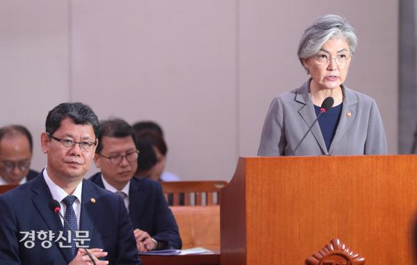 [경향포토]국회 출석한 두 장관