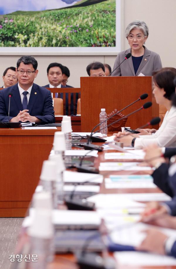 [경향포토]외교부 장관 현안 보고