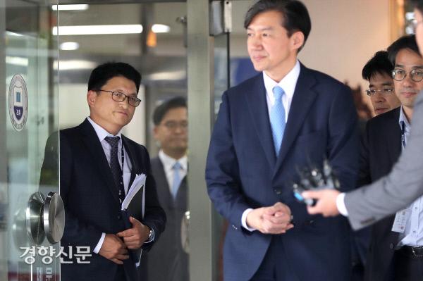 [경향포토]의정부지검 검사들과 대화 마친 조국장관