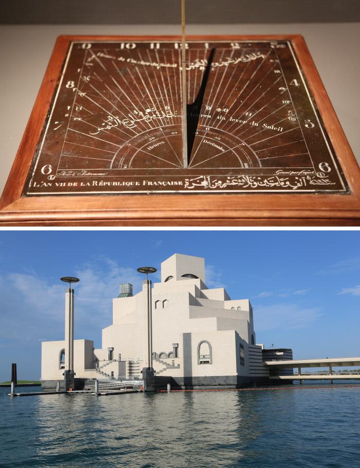 그리스 천문과학기술을 이슬람이 응용해 새 방식으로 번안·수용한 아스트롤라베(해시계·위쪽 사진). 카타르 도하의 이슬람박물관에는 상당량의 아스트롤라베가 전시돼 있다.
