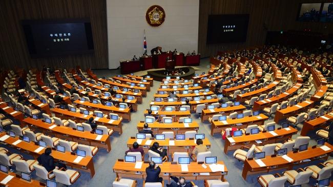 선거법 막판 논의 ... 중대 선거구제 적용 '200 + 100' 도 부상