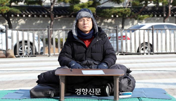 자유한국당 황교안 대표가 21일 청와대 앞 분수대 광장에서 '단식 투쟁'을 하고 있다. 권호욱 선임기자