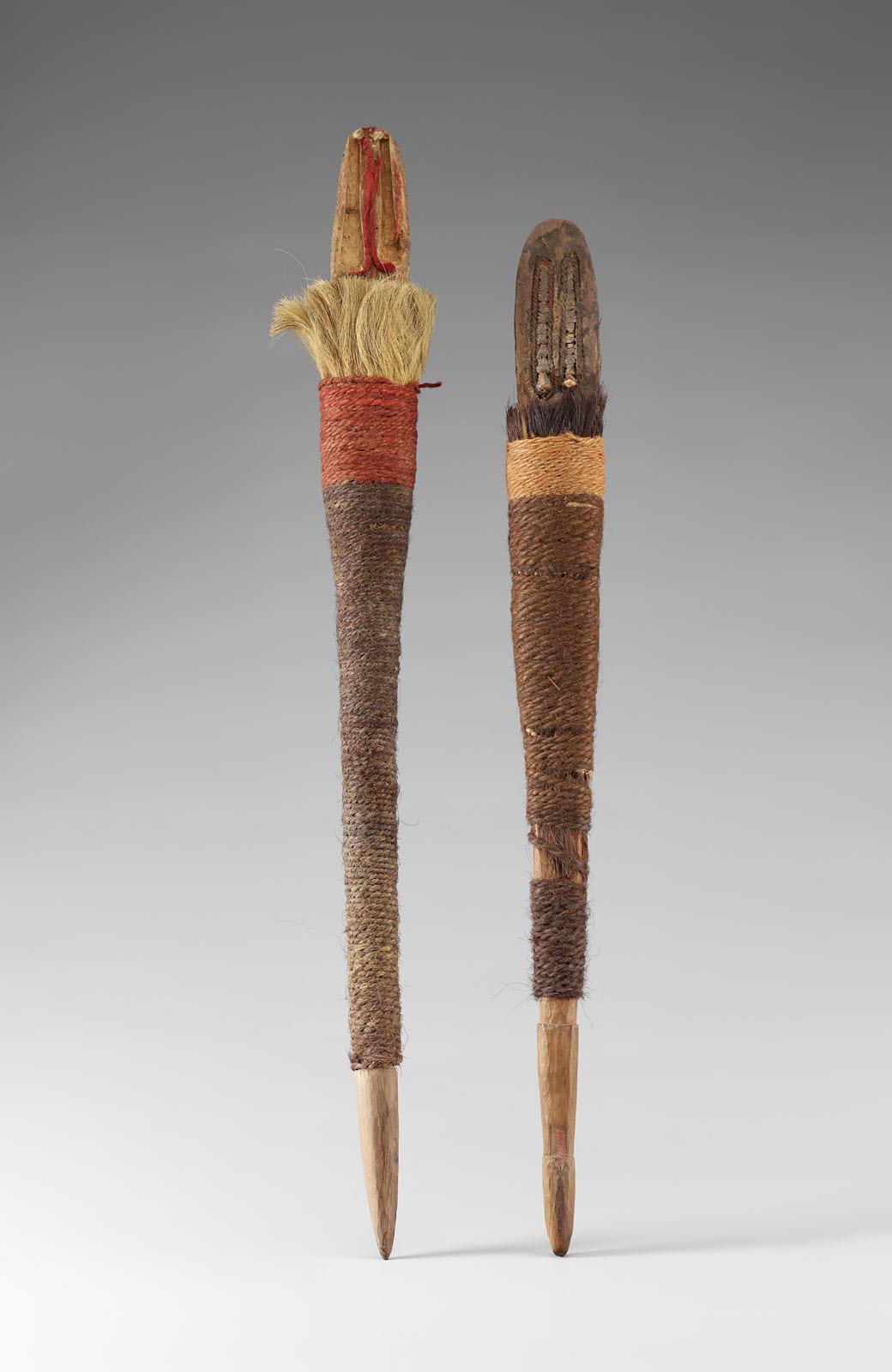 사람 모양의 나무장신구. 기원전 17~15세기 유적인 로프노르에서 출토됐다. 나무와 털실, 깃털 등으로 만들었다.|국립중앙박물관 제공