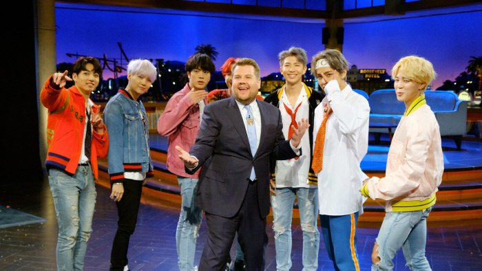 BTS, '제임스 코든쇼'서 신곡 퍼포먼스 최초 공개···전 세계 홀린 '우아한 맨발'