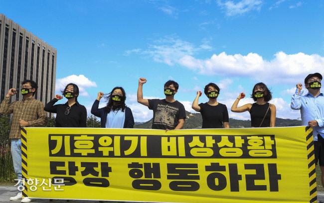 در تاریخ 25 سپتامبر سال گذشته ، مسئولان بحران آب و هوا و اقدامات اضطراری خواستار امداد رسانی شدند و خواستار تقویت شبکه ایمنی در برابر بلایا شدند.  عکس روزنامه کیونگ یانگ