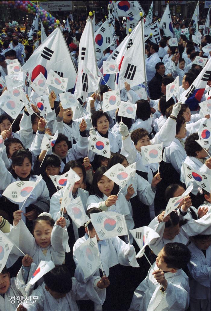 شهروندان جنبش سه روزه استقلال ملی را بازیابی می کنند.  خبرنگار جئونگ جی یون