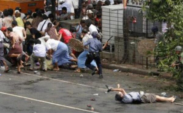 ژنجی ناگای ، عکاس ژاپنی که در حین پوشش صحنه قیام زعفران ، جنبشی برای دموکراتیک سازی در آن زمان در میانمار ، در سال 2007 ، از او عکس گرفته شده بود ، دوربین را تا آخرین لحظه از دست او نگه داشت.  اخبار رویترز یونهاپ.