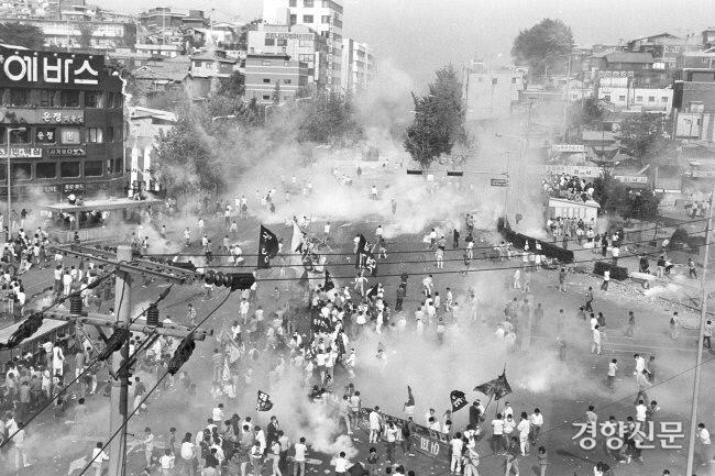 در 18 ماه مه 1991 ، دانشجویان با فریاد