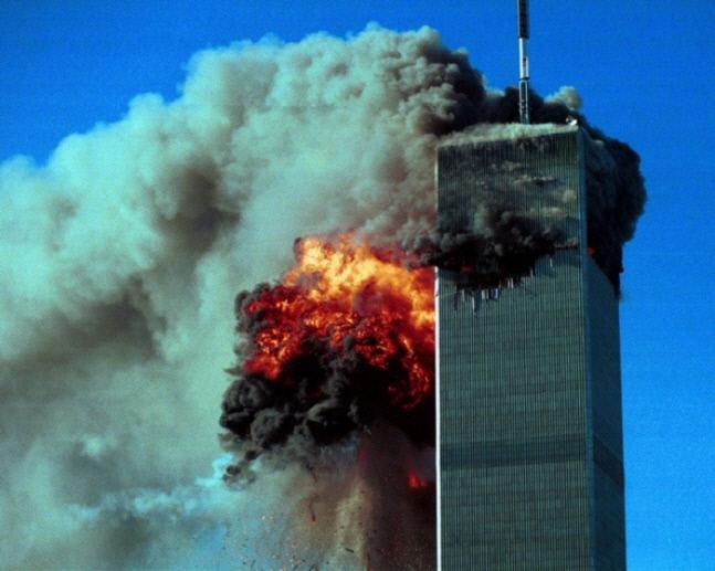 برج شمالی مرکز تجارت جهانی با هواپیمای ربوده شده توسط تروریست ها در 11 سپتامبر 2001 برخورد کرد. سالن یادبود 9/11