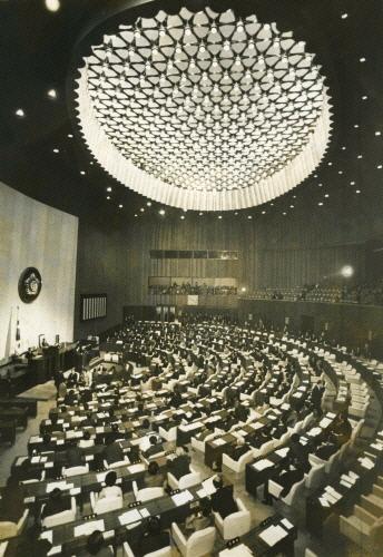 یازدهمین مراسم افتتاحیه مجلس شورای ملی (1981) صد و ششمین دوره شورای ملی منظم افتتاح شد.  عکس مطالب روزنامه کیونگ یانگ