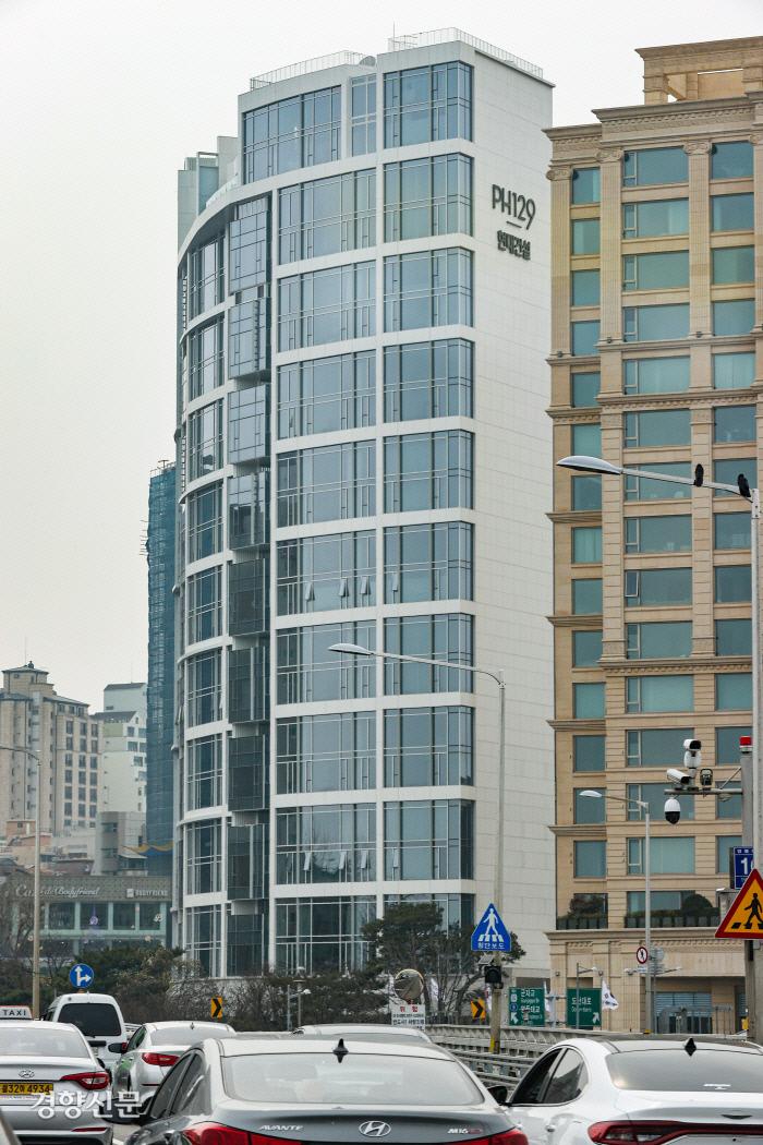 Maisonette Cheongdam (PH129) در Cheongdam-dong ، Gangnam-gu ، سئول ، که در میان قیمت های مسکن عمومی اعلام شده توسط وزارت زمین ، زیرساخت و حمل و نقل به گرانترین آپارتمان کشور تبدیل شد.  اخبار yunhap
