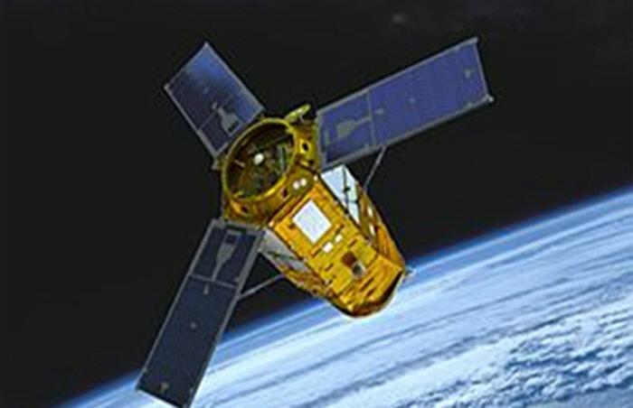 우주시장을 선점하기 위한 기업들의 경쟁이 치열해졌다. 위부터 우주인터넷 기업 원웹의 발사 로켓, 한화시스템이 개발 중인 초소형 SAR위성, 아리랑 3A호.  원웹·한화시스템 제공