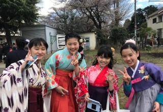 [다른 삶]트와이스와 옥녀 한복처럼…엄숙했던 일본 초등 졸업식 뒤흔들다