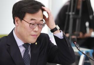 """'사의 표명' 김기식 """"정치적으로 수용이 도리···금융개혁 계속돼야"""""""
