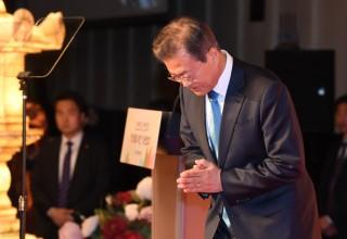 개혁 상처·개헌 실종·선거 먹구름…문재인 정부의 '첫 위기'